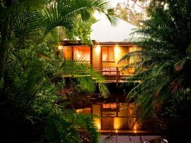 Hunchy Hideaway - Accommodation Sunshine Coast