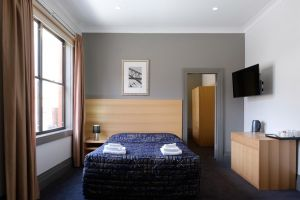 Royal Exhibition Hotel - Accommodation Sunshine Coast