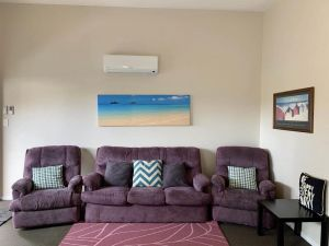 2 Bed Rooms Granny Flat - Complete Privacy