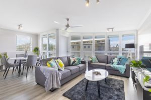 Absolute beachfront penthouse Castaways Beach - Accommodation Sunshine Coast